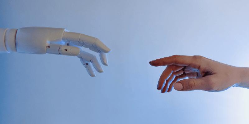 mao-de-robo-mao-de-homem-transformacao-digital-evermonte